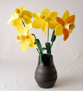 تصویر ساخت گل نرگس نمدی