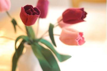 تصویر ساخت گل لاله نمدی