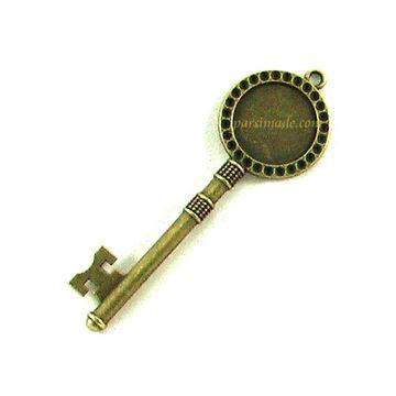 قاب برنزی گردنبند طرح کلید 3
